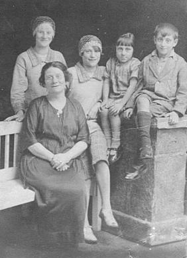 Picture of the real Kitty Conway later in life with her children