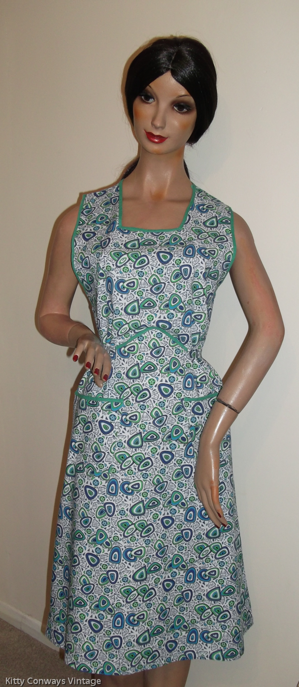 1960s blue green patterned apron