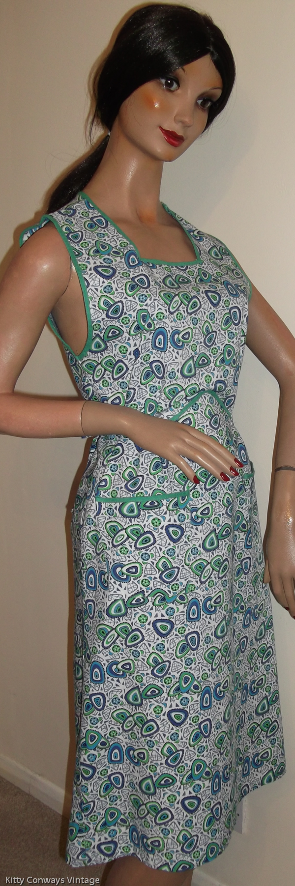 1960s blue green patterned apron - side view
