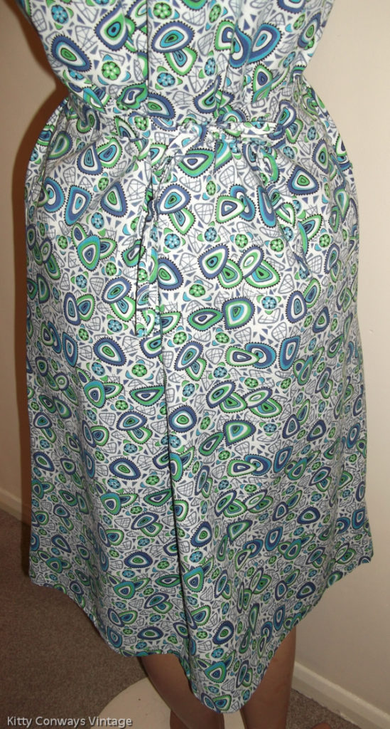 1960s blue green patterned apron - back