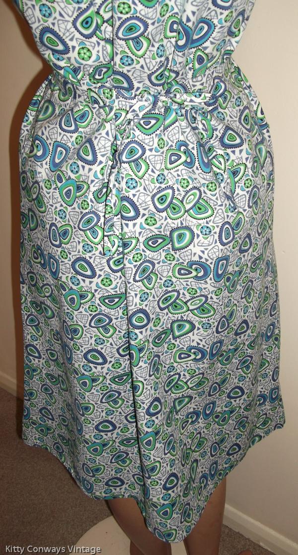 1960s blue green patterned apron - back