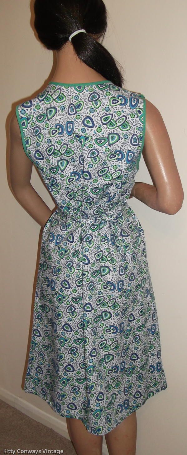 1960s blue green patterned apron - back view