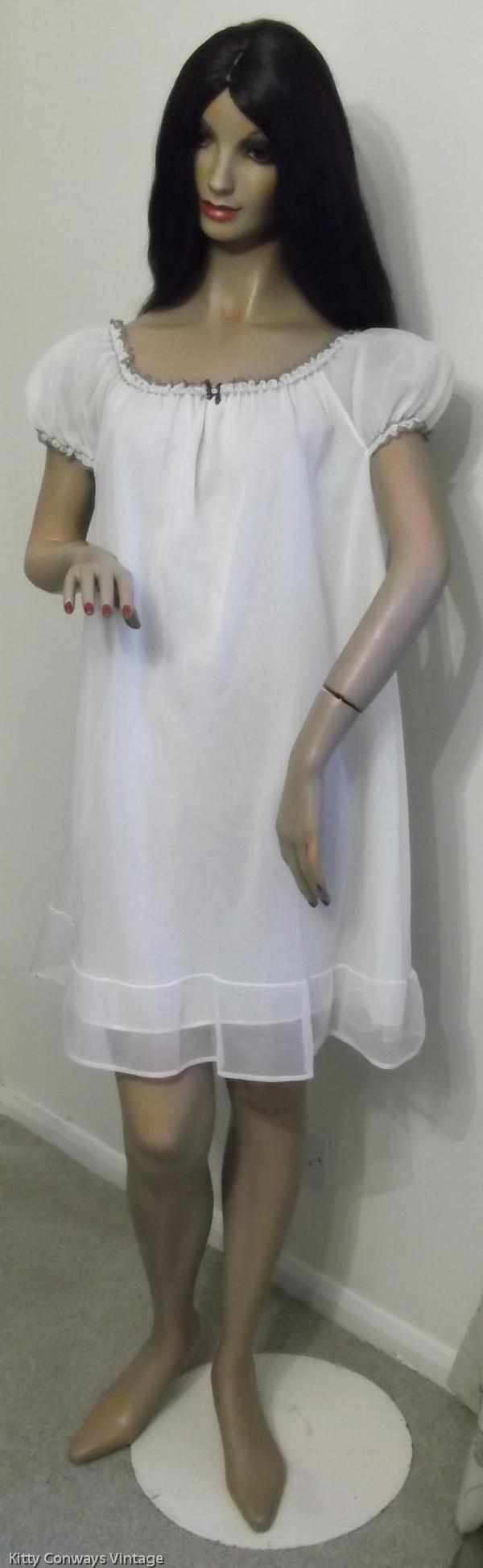 1960s/70s C&A baby doll nightdress