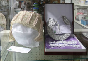 Vintage wedding bonnet and horseshoe